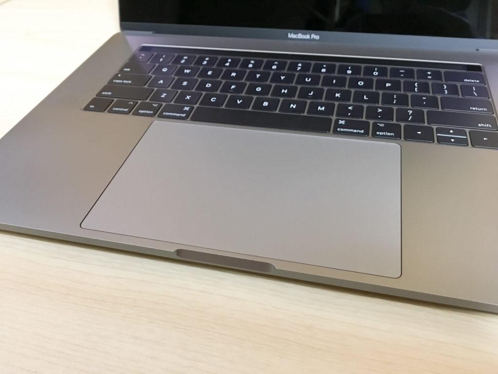 MacBook Pro キーボードとトラックパッド